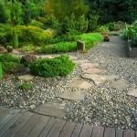 Садовое покрытие: гравий, кирпич или дерево